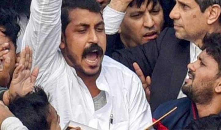 कोर्ट ने लगाई थी पाबंदी; फिर भी CAA के खिलाफ जामा मस्जिद के बाहर प्रदर्शन में पहुंचे 'आजाद'