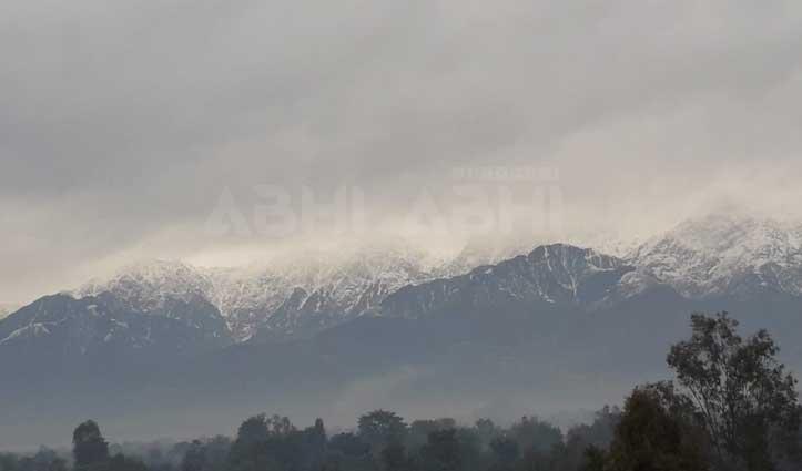 हिमाचल में फिर बिगड़े मौसम के तेवर, पहाड़ों पर बर्फबारी का दौर