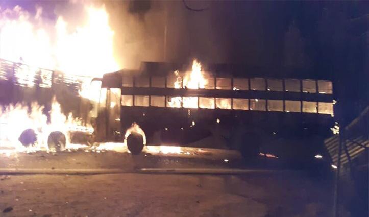 कन्नौज में ट्रक से टक्कर के बाद आग का गोला बनी बस, 20 की गई जान
