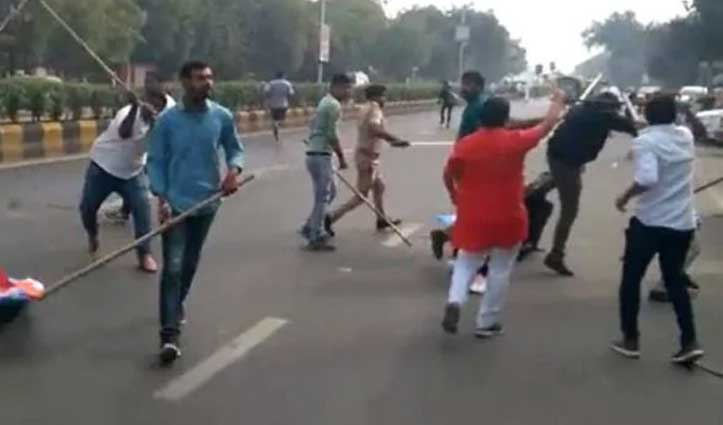 JNU के बाद अहमदाबाद में भिड़े ABVP और NSUI कार्यकर्ता, जमकर चले लाठी-पत्थर