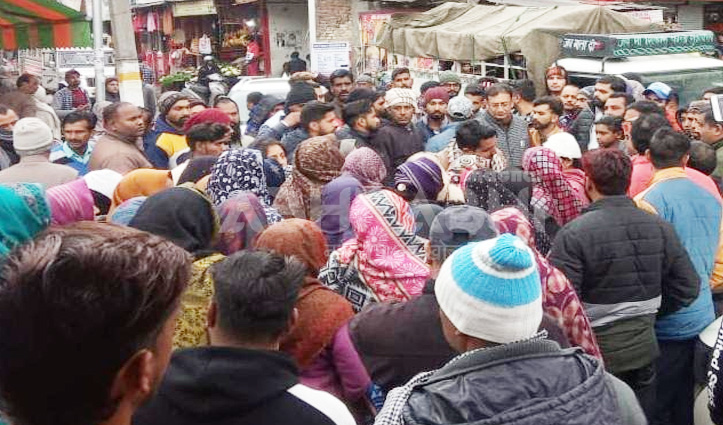 अंबोटा में शव बीच बाजार रखकर प्रदर्शन, Police के खिलाफ नारेबाजी-जाने मामला
