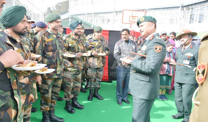 सैनिकों को दी नववर्ष की बधाई