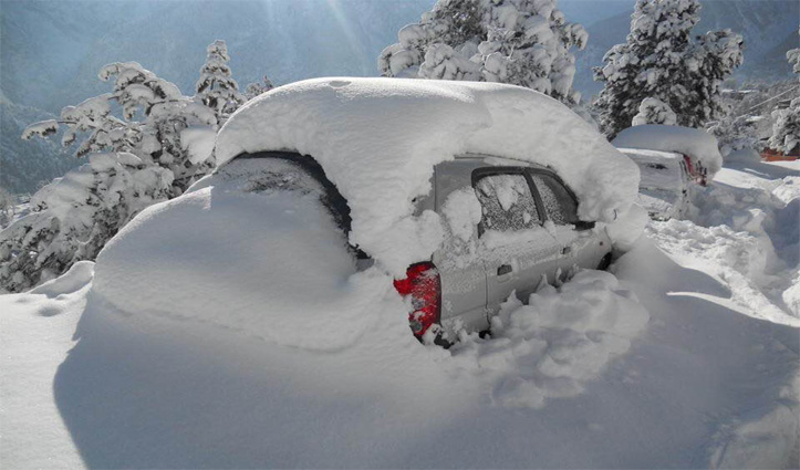 बर्फ वाली कार