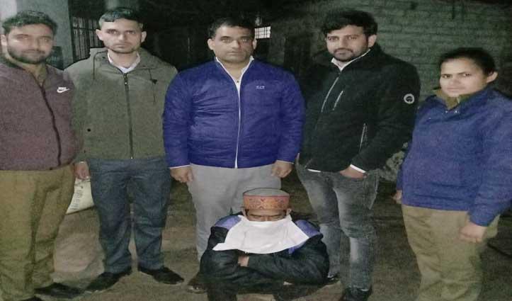 तस्कर ने घर में छिपा रखा था नशे का सामान, Police ने छापा मार किया बरामद