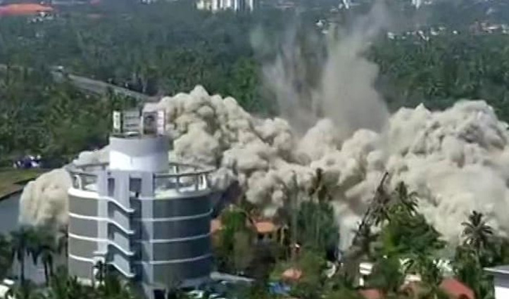212 किलो विस्फोटक से गिराई गई 19 मंज़िला अवैध इमारत, वीडियो आया सामने
