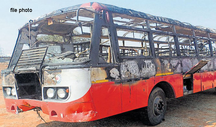 धार्मिक यात्रा पर निकली Bus हादसे का शिकार, 40 यात्री थे सवार