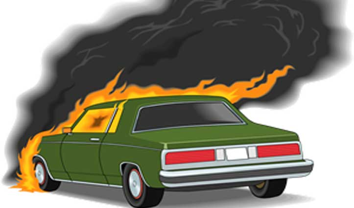 Nahan में चलती कार में लगी आग, Delhi का परिवार था सवार