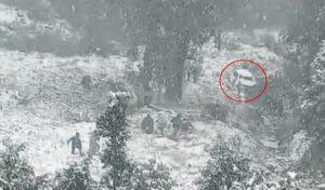 ब्रेकिंग : DSP के भाई समेत दो की सड़क हादसे में मौत, बर्फ पर Car के स्किड होने की आशंका