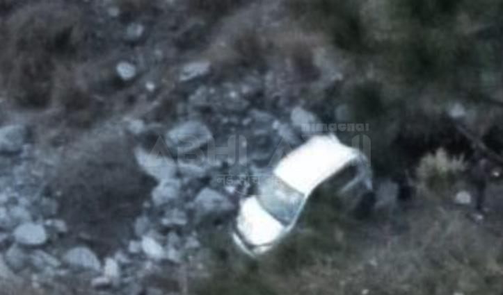 आनी में अनियंत्रित कार खाई में गिरी, चालक सहित चार पहुंचे हॉस्पिटल