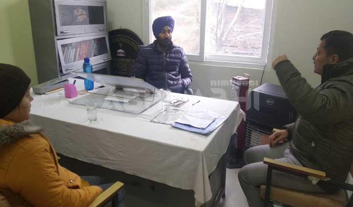 आयुर्वेदिक अस्पताल में Duty के दौरान गैरहाजिर था कर्मचारी, नोटिस जारी