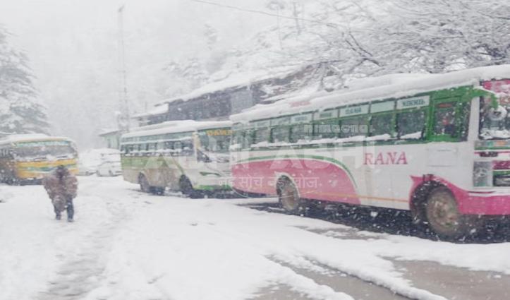 बर्फबारीः 332 सड़कें बंद, शिमला, कांगड़ा जोन में ही 281 पर थमे पहिए