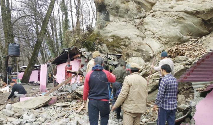 Chamba: होली के त्रिवेणी घाट में सराय पर गिरी चट्टान, मंडी निवासी की गई जान
