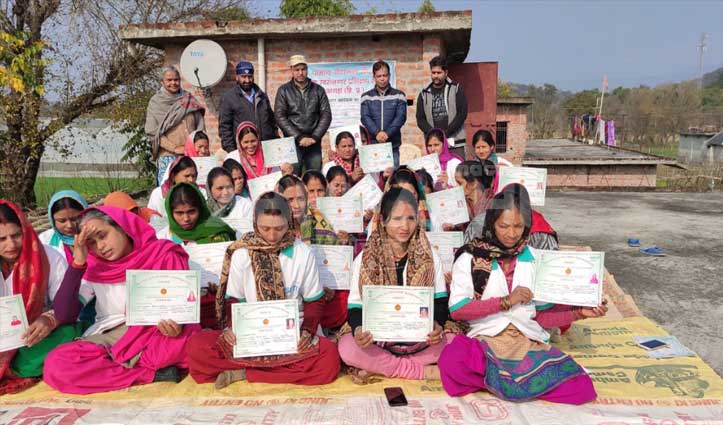 स्वयं सहायता समूह की महिलाओं ने ली आचार-पापड़ बनाने की फ्री ट्रेनिंग