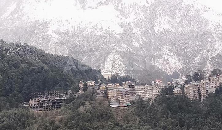 धौलाधार की पहाड़ियों ने ओढ़ी सफेद चादर, ठंड की चपेट में Kangra घाटी