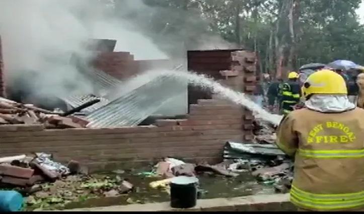 पश्चिम बंगाल: पटाखा फैक्ट्री में हुआ Blast, 5 की गई जान, रेस्क्यू ऑपरेशन जारी