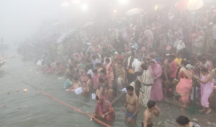 Makar Sankranti पर उमड़ा आस्था का सैलाब, गंगा घाट पर श्रद्धालुओं ने लगाई डुबकी