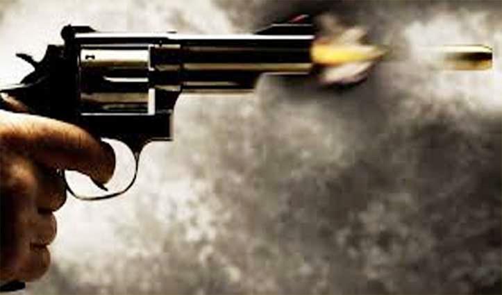 छुट्टी पर घर आया था जवान, बंदूक की नली कर रहा था साफ, गोली चली और…