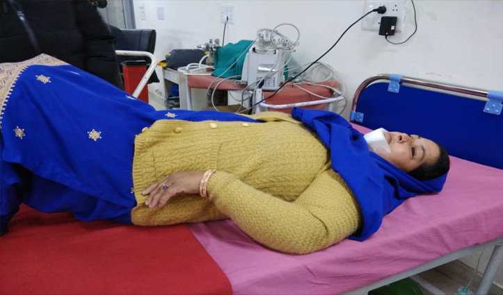 खेतों की तरफ जा रही महिला को लावारिस पशु ने किया घायल