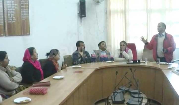 बीच बैठक से चले गए कार्यकारी अधिकारी, उपाध्यक्ष व पार्षदों ने जताई नाराजगी