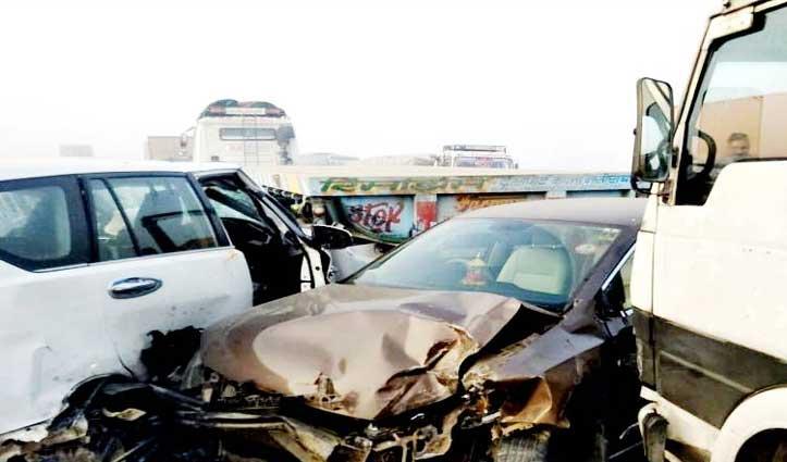 कोहरा ऐसा, मानो सब हुआ गायब; एक के बाद एक टकराए 13 वाहन