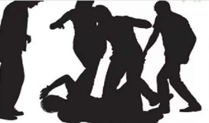 लड़कियों को परेशान कर रहे युवक की जमकर धुनाई, माफी मांग जान छुड़ाई