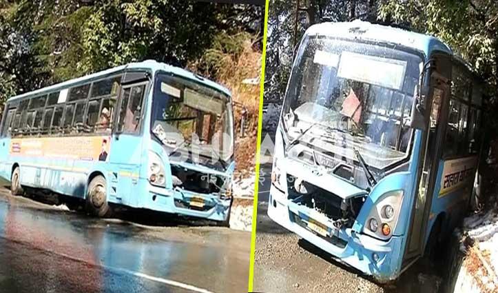 सड़क पर पड़ी बर्फ पर फिसली HRTC की बस, 12 यात्री थे सवार