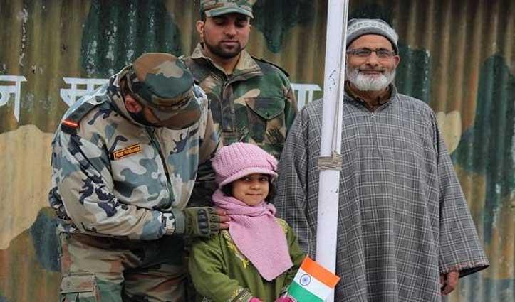 कश्मीर में गणतंत्र दिवस का जश्न, सेना के साथ बच्चों ने फहराया तिरंगा