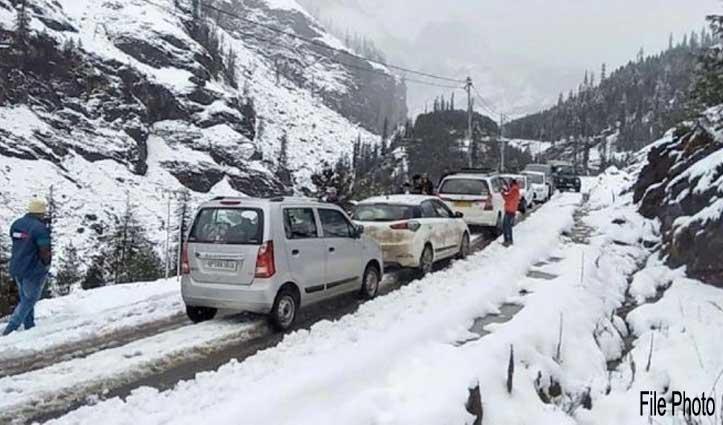 कुफ़री: बर्फबारी के बीच फंसे 187 पर्यटकों को किया गया रेस्क्यू
