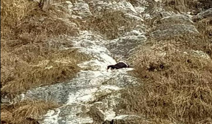 कुल्लू: मलाणा में ढांक में गिरा मिला शव, नहीं निकाला जा सका
