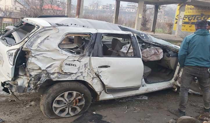 तेज रफ्तार कार हुई हादसे का शिकार, चालक की गई जान