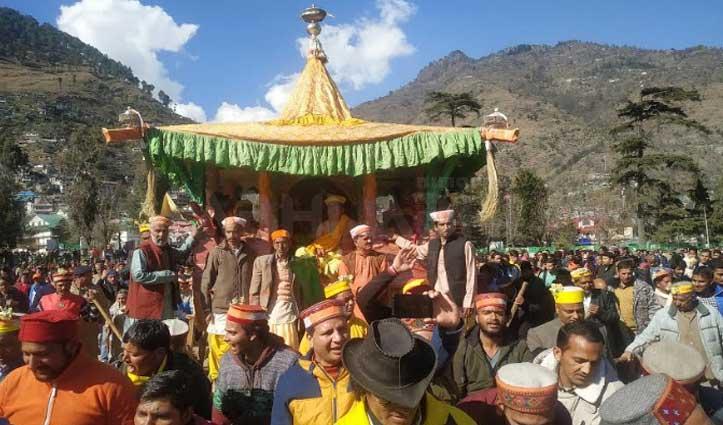 Basant Panchami पर शान से निकली भगवान रघुनाथ की रथ यात्रा, होली उत्सव का हुआ आगाज