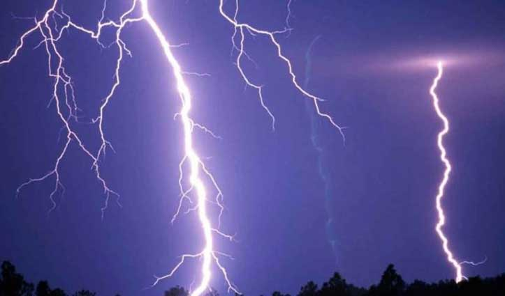 गरीब ब्रह्मदास के आशियाने पर आसमानी बिजली का कहर, पड़ी दरारें