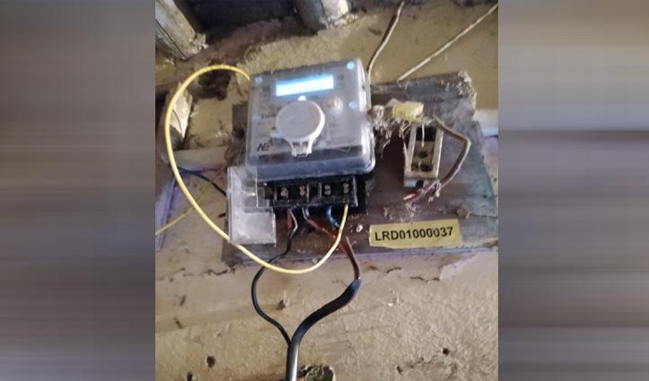हमीरपुर: बिजली चोरी करते पकड़ा ठेकेदार, विद्युत विभाग ने वसूला जुर्माना