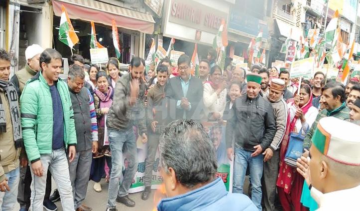पालमपुर में कांग्रेस का प्रदर्शन- मुकेश ने महंगाई, कानून-व्यवस्था पर घेरी सरकार