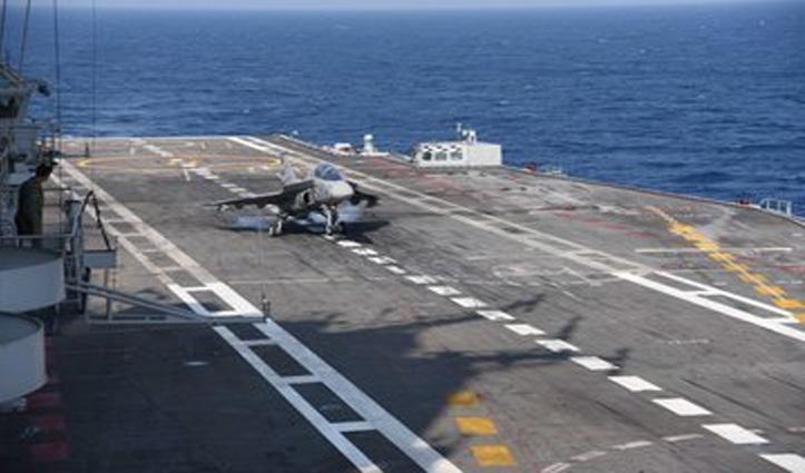 पहली बार INS विक्रमादित्य पर की नौसेना के लिए विकसित तेजस ने लैंडिंग