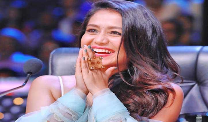 फिर दिलदार हुईं Neha Kakkar, दमकल कर्मी को Gift में दिए 2 लाख रुपए