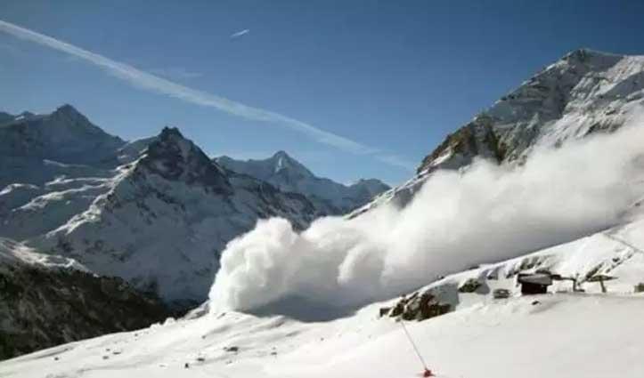 हादसा: हिमस्खलन के कारण द. कोरिया के 4 पर्वतारोही व 3 नेपाली गाइड लापता