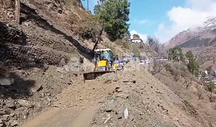 कछुआ चाल से चल रहा है नेरवा-चौपाल मार्ग बहाली का काम