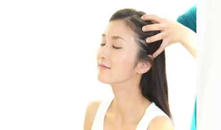 बालों में तेल लगाने के बाद कभी न करें ये काम, जानें क्या हैं नुकसान
