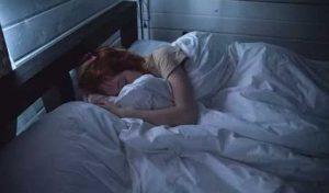 गहरी नींद नहीं आती है तो बढ़ सकता है अल्जाइमर का खतरा, ये है कारण