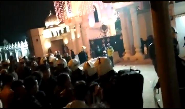 पाकिस्तान: ननकाना साहिब गुरुद्वारे पर भीड़ की पत्थरबाजी, देखें वीडियो