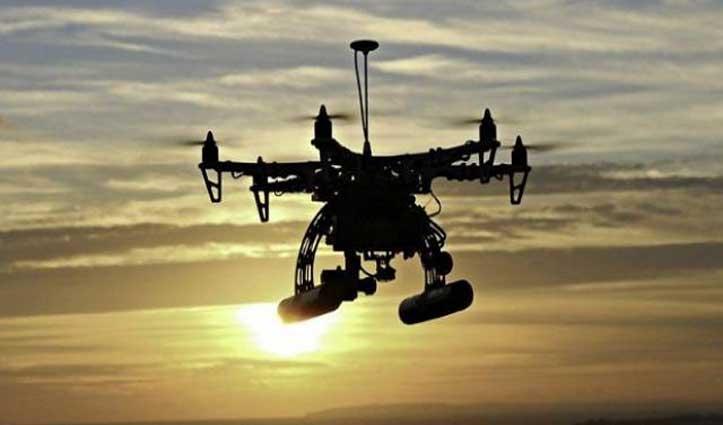 पाक सीमा के पास पुलिस ने पकड़ा ड्रोन, हेरोइन और हथियार भी हुए बरामद