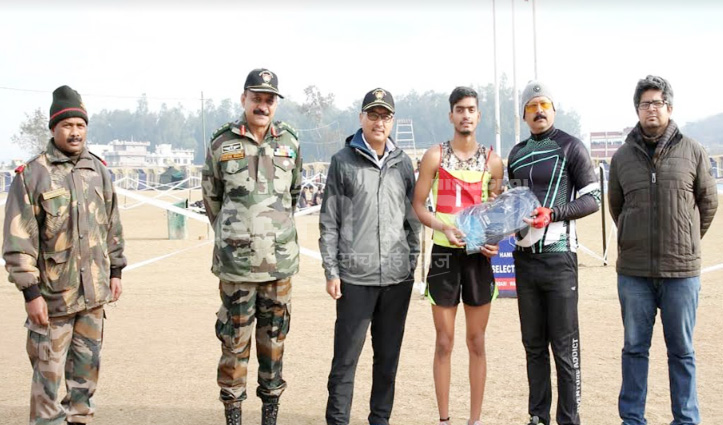 सेना भर्ती में सुजानपुर के सुनील कुमार दौड़े सबसे तेज, DC ने दिया पुरस्कार