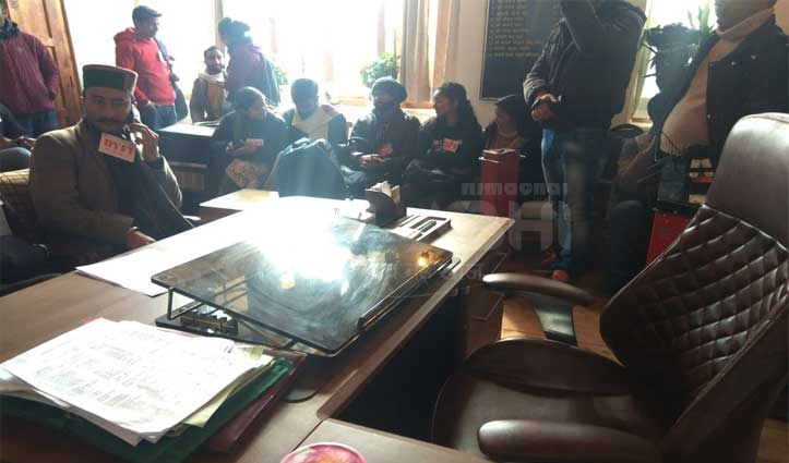 भगत सिंह का स्टेच्यू ना लगाने पर बिफरे कॉमरेड, Mayor office का किया घेराव