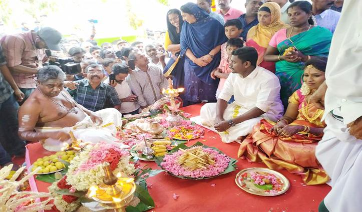 भाईचारे की मिसाल : हिंदू जोड़े ने मस्जिद में रचाई शादी, समिति ने उठाया सारा खर्च