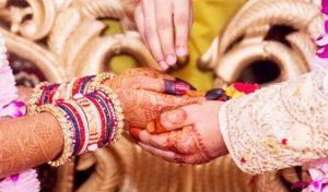 यहां शादी के वक्त बेटी को दहेज में जहरीले सांप देता है पिता, जानिए इसके पीछे का रहस्य