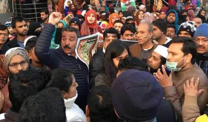 प्रदर्शनकारी ने कहा- पूरे भारत का लिए न्याय मांगो, कश्मीरी पंडितों ने मना किया तो काटा बवाल