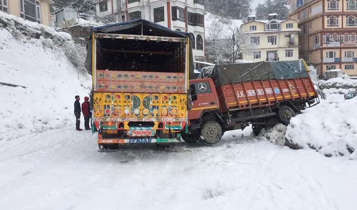 बारिश-बर्फबारी ने किया बेहाल : Upper Shimla में फंसे सैकड़ों वाहन, मनाली-केलंग मार्ग पर गिरा हिमखंड