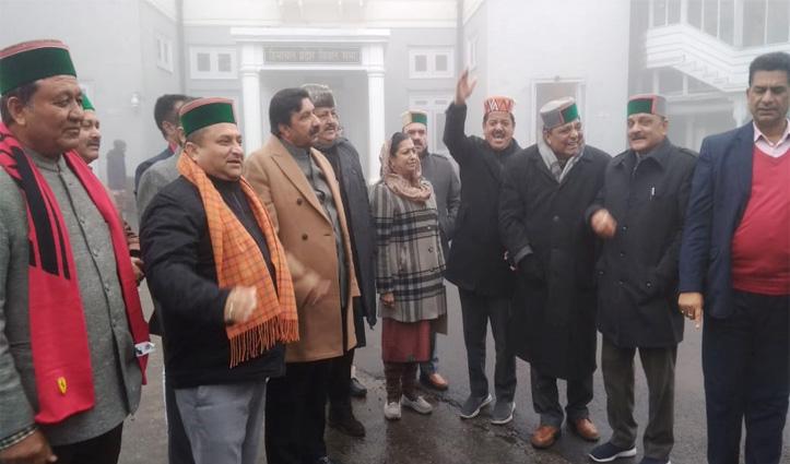 विस विशेष सत्र शुरू होने से पहले JNU हमले के खिलाफ कांग्रेस की नारेबाजी, देखें वीडियो