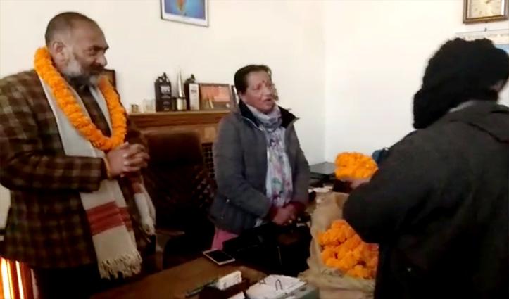 शिमला में गांधीगिरी वायरल: जनता के मुश्किल समय में दौरे पर थे पार्षद, विरोध में किया स्वागत